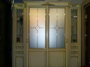 Классический шкаф купе массив с фацетными зеркалами и гравировкой