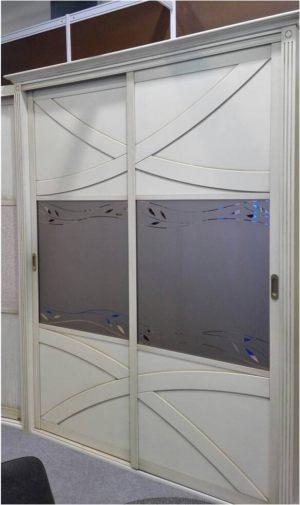 Классический шкаф купе с эксклюзивным декором