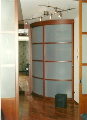 Радиусные двери на верхнем подвесе