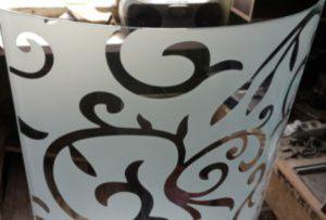 Стекло радиусное с пескоструйным рисунком для радиусных дверей